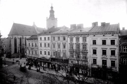 Львів, Площа Ринок, південна частина західної сторони.