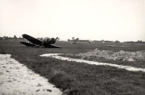 Львів, пошкоджений літак на аеродромі, вересень 1939 року