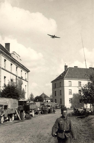 Львів, німецький літак в небі над містом, вересень 1939 року