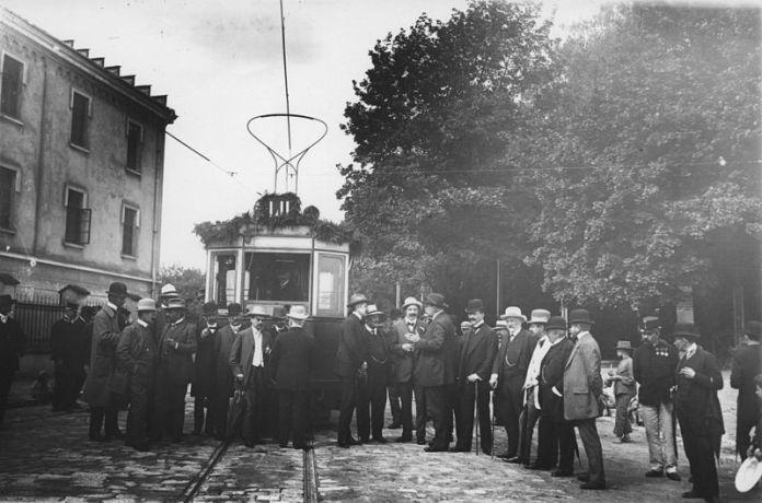 Відкриття лінії на Високий замок (1910)