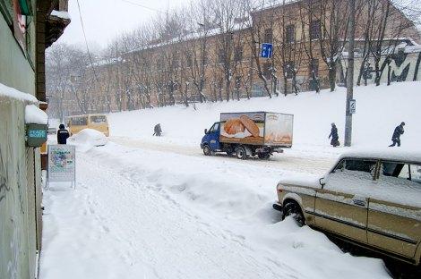 Львів завалило снігом