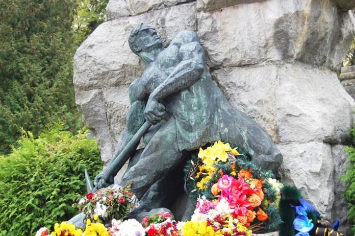 Могила Івана Франка на Личакові