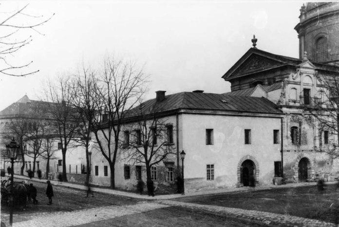 Вид на Королівський арсенал у Львові від вул. Підвальної. 1920-ті рр.