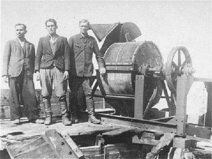 Кісткодробилка Янівського табору. Німці, щоб замести сліди, спалювали тіла людей а їхні кістки за допомогою цієї машини перемелювали в попіл.
