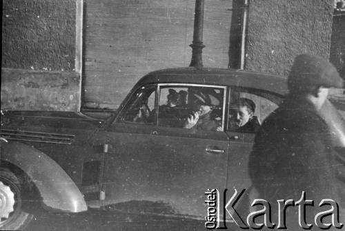 1940. Родина Пелчинських в авто