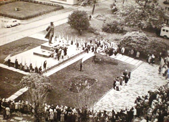 Пам'ятник Ярославу Галану у Львові, фото 70-ті роки ХХ століття