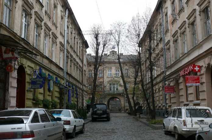 Колишній пасаж Германів ( бічна від вул. Куліша ), фото 2013 року.