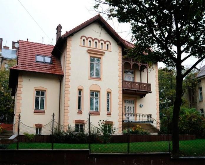 Вілла Вєжбицького ,загальний вид фасаду будівлі