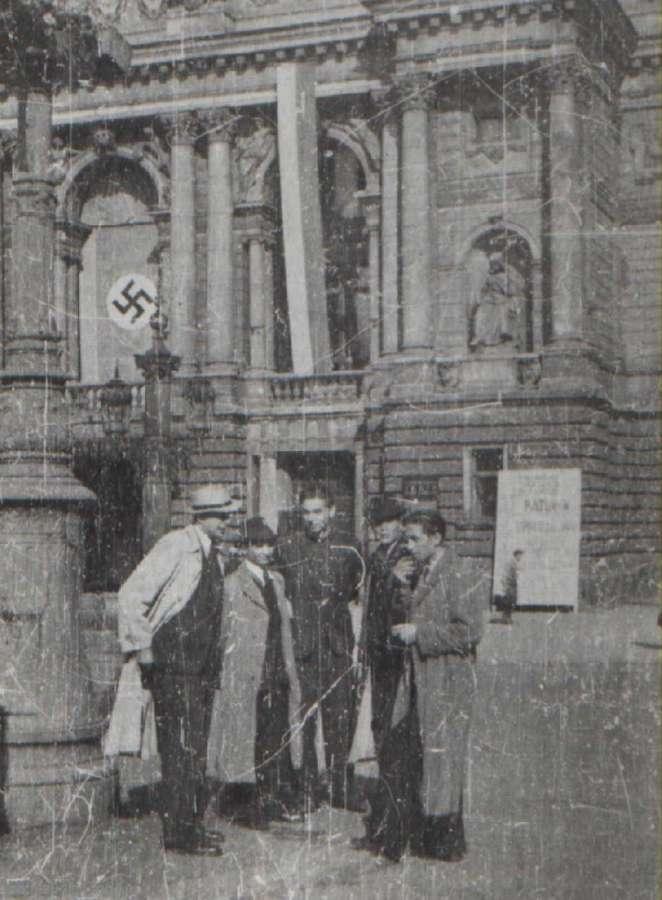Вулична сцена під Львівською Оперою, 1941 - 1944 рр.