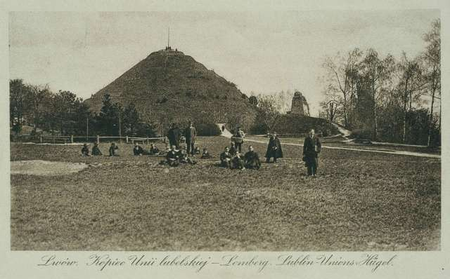 Вигляд на пагорб і залишки замку у міжвоєнну добу, поштівка 1920 - х рр.