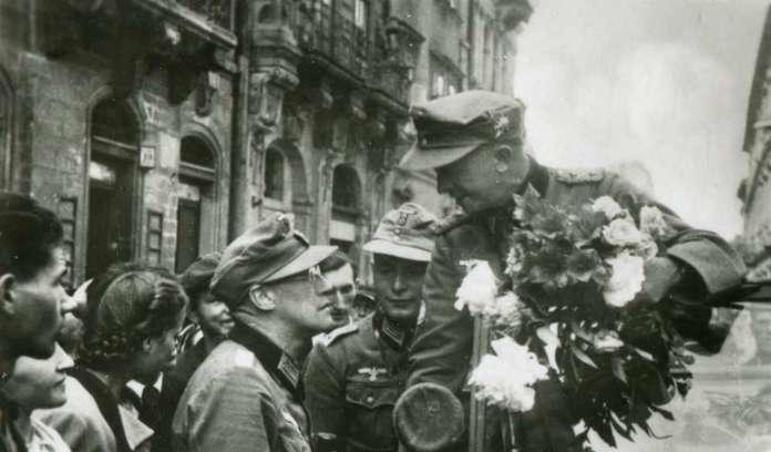 Керівна ланка гірської дивізії, площа Ринок