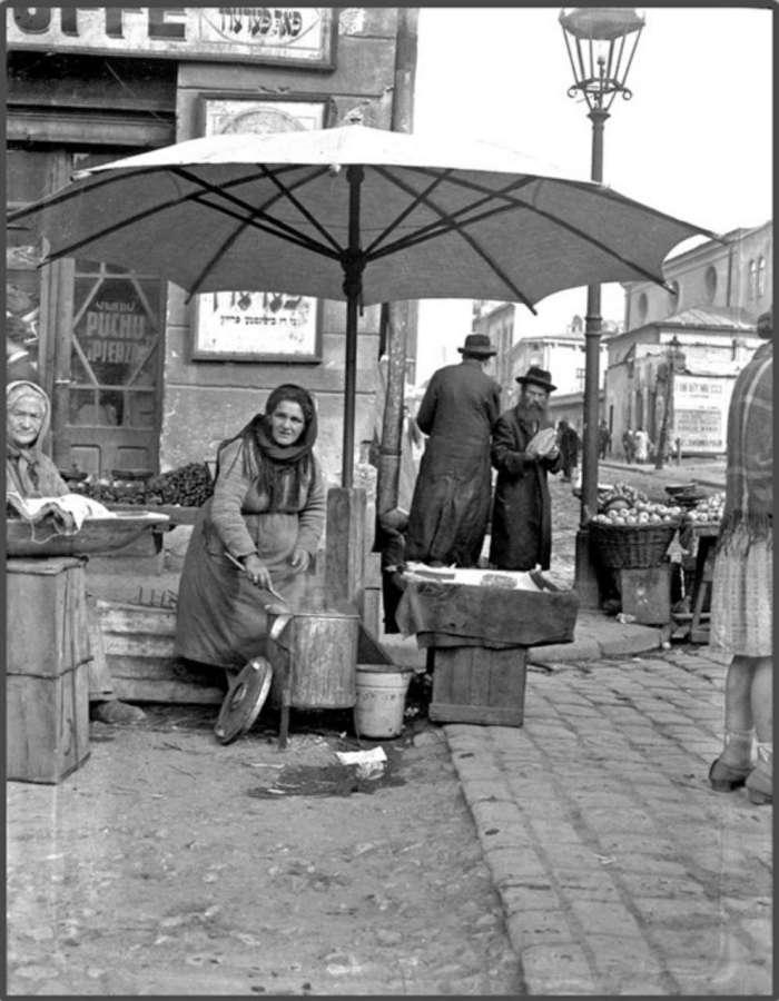 Продаж кукурудзи на розі нин. вул. Сянська, Лазенна ), 1930 - ті рр.