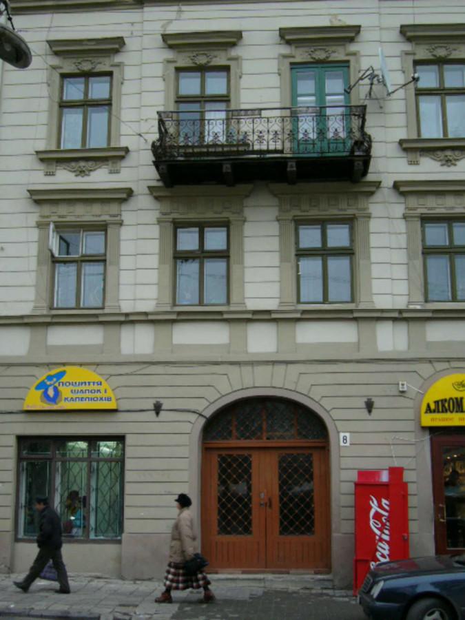Будинок на вул. Театральна, 8, де від 1896 року працювала цукерня Гефлінгерів, фото наших днів