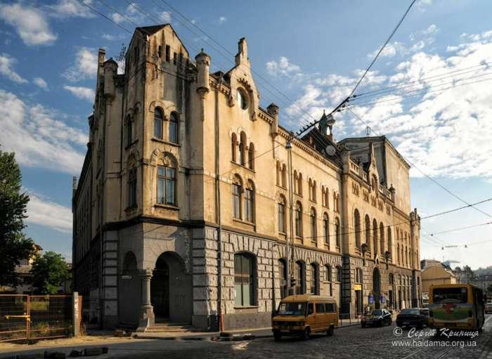 Давній Католицький дім на вул Городоцька, фото наших днів