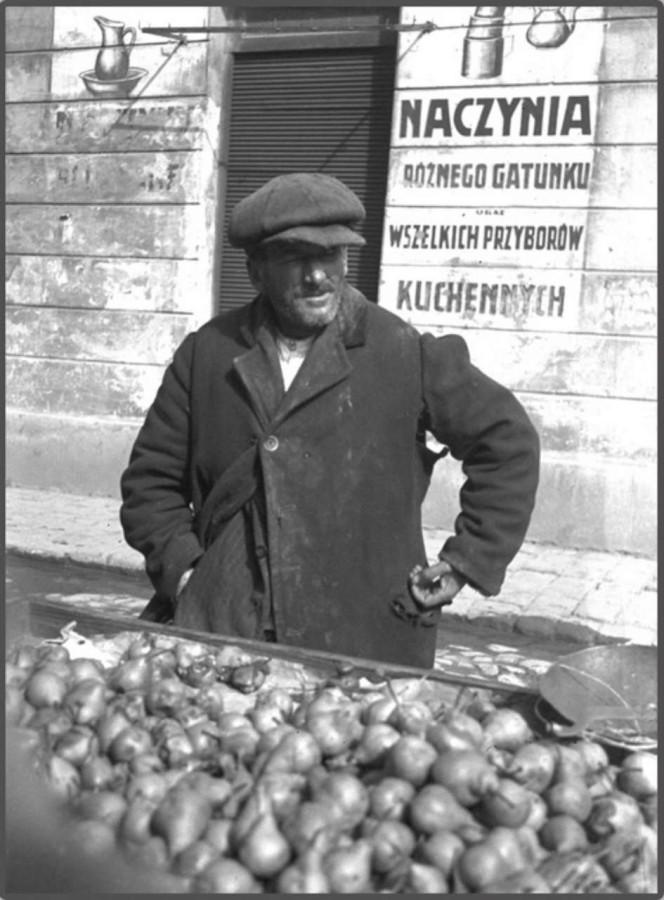 Торгівля грушами на пл. св. Теодора, 1930 - ті рр.