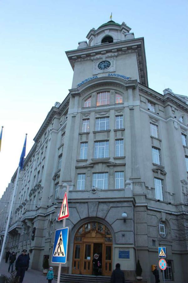 Фасад Управління львіської залізниці, фото 2015 року
