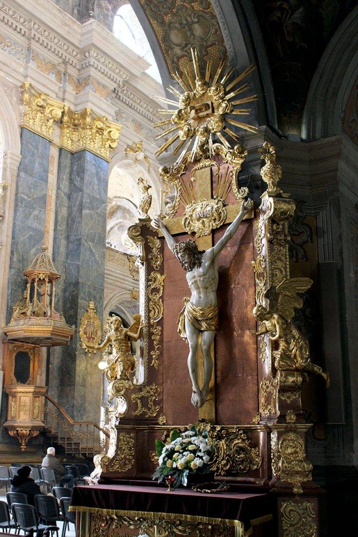 Скульптурний образ Розп'яття Ісуса Христа гарнізонного храму святих апостолів Петра та Павла у Львові