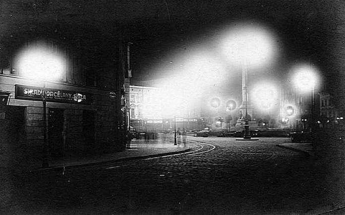 Вид на Марійську площу ( нині пл. Міцкевича ) з вул. Легіонів ( нині пр - т Свободи ), авт. ймовірно Адам Ленкевич, 30 - ті рр. XX ст.