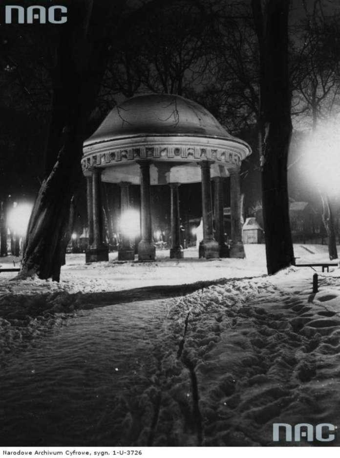 Ротонда у Поєзуїтському парку ( нині парк ім. І. Франка ),поч. 1930 - х рр.