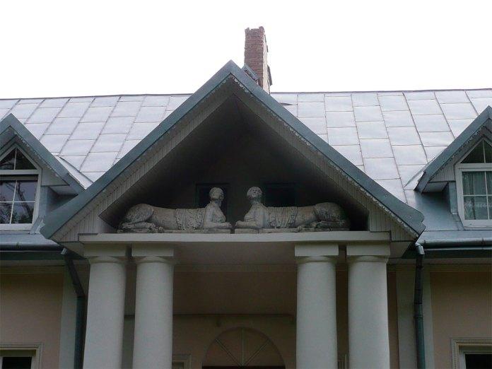 Будівля у Львові на вулиці Зеленій, 102 (колишній палацик «Під сфінксами»)