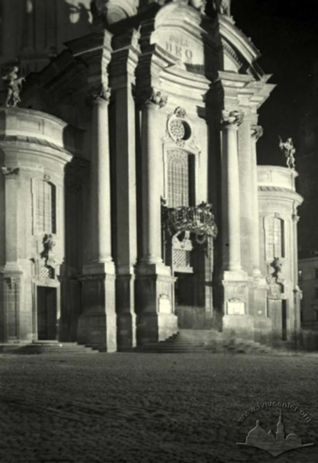 Домініканський костел у нічному освітленні, 1930 - ті рр.