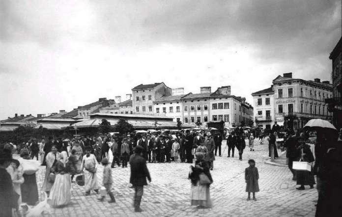 Вид на павільйон торговиці від вул. Краківська, фото поч. XX ст.