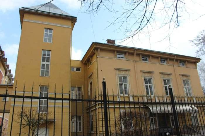 Виггляд на добудову до палацу від вул. Гоголя. Фото 2015 року