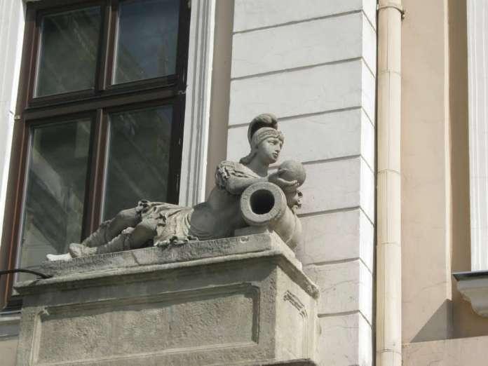"Фрагмент оформлення буд., де знаходилась кавярня "" Штука "", скульптура Марса, сер. XIX ст."