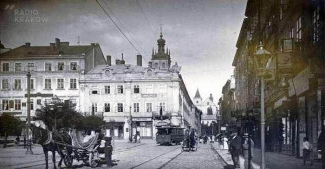Площа Ринок, в перспективі вул. Руської вежа костелу кармелітів, 1904 рік
