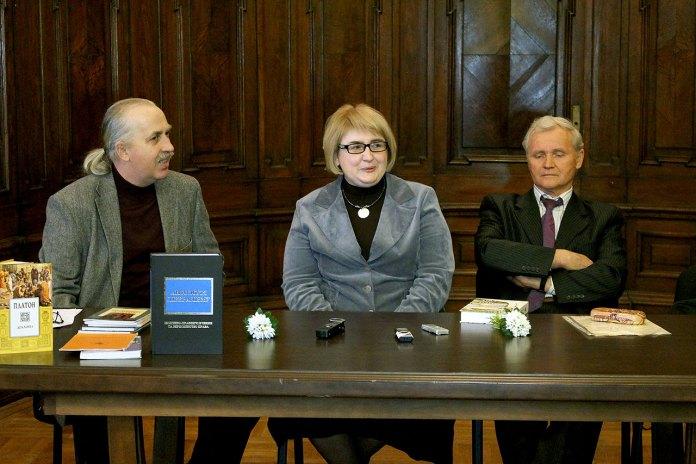 Василь Ґабор, Юрій Коваль та Дзвінка Коваль на зустрічі в приміщенні Музею етнографії та художнього промислу 17 березня 2015 року