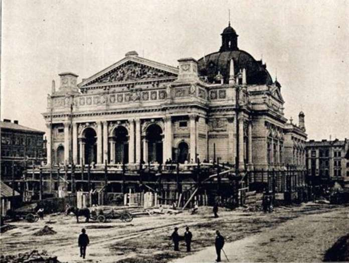Опера у Львові на завершальному етапі будівництва. Фото 1900 року