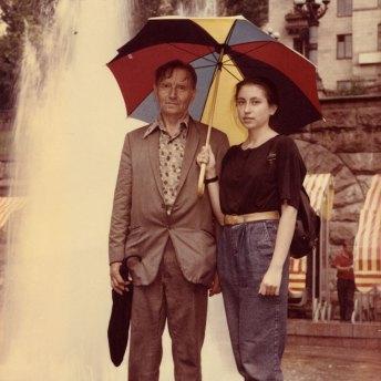 В.-І. Порендовський з дочкою на Хрещатику в Києві. Початок серпня 1991 року
