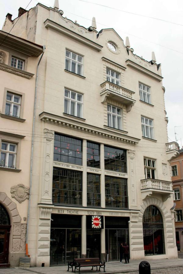 Колишній торговий дім Абрагама Ціппера, де функціонував перший у Львові універмаг. Фото 2015 року