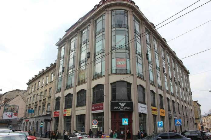 """Торгівельний центр """"Магнус"""". Фото 2015 року"""