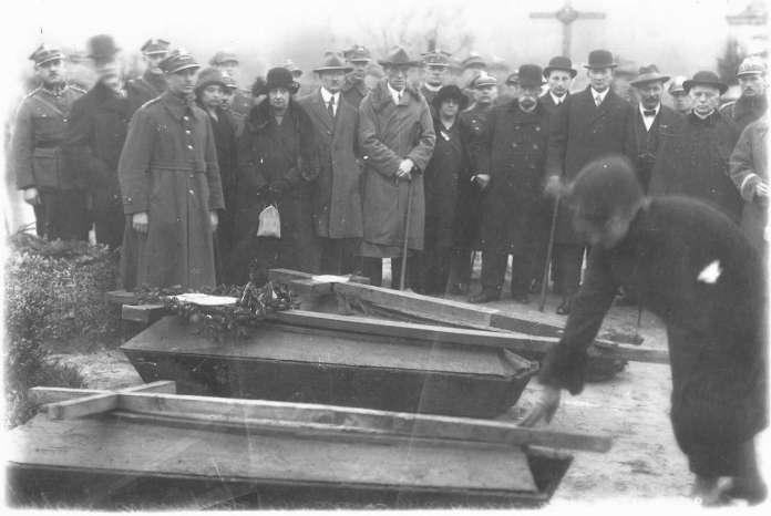 Поховання Невідомих солдат на Личакові. Фото періоду міжвоєння