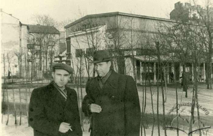 """Споруда кінотеатру """"Маяк"""" на фото 1960-1970 рр."""
