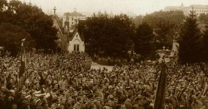Урочистий похорон на Личакові. Фото бл. 1900 року