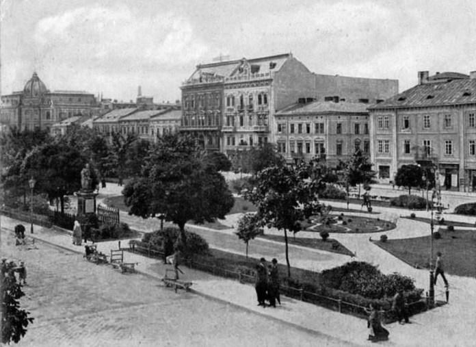 Вали Гетьманські на фотографії Кароля Блейма, бл. 1895 року. Ліворуч - будівля Галицької каси.