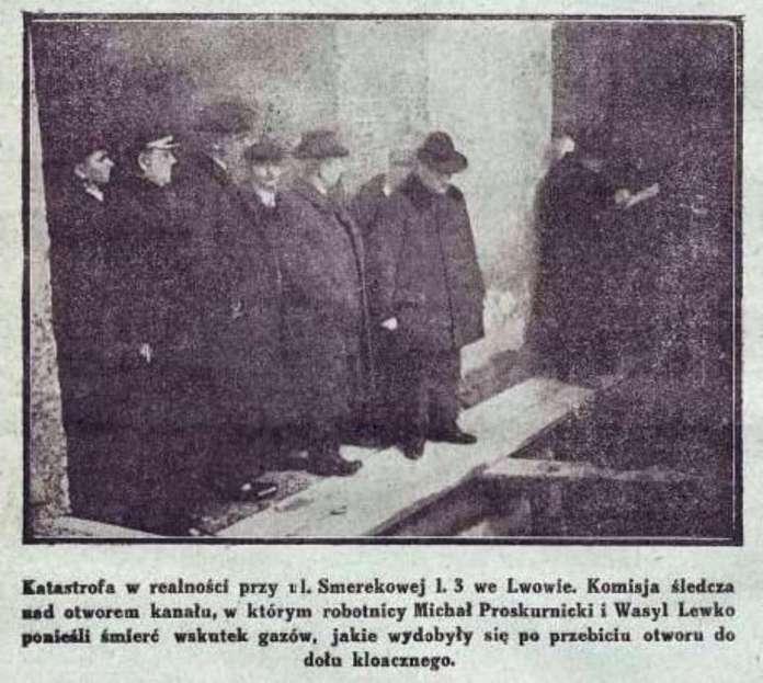 Слідча комісія на місці загибелі робітників внаслідок отруєння газами на Підзамчу. Фото 1925 року