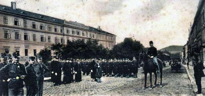 Казарми Фердинанда на поштівці 1904 року