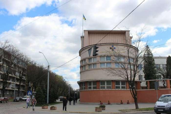 Фрагмент фасуду будівлі на вул. Вітовського, 55. Фото 2015 року