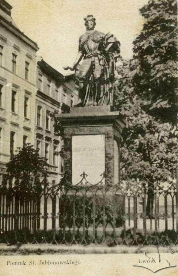 Пам'ятник гетьману Яблоновському на нин. пр-ті Свободи. Фото до 1914 року