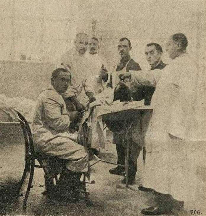 """Операційна зала лікарні """"Бригідок"""". Фото 1927 року"""