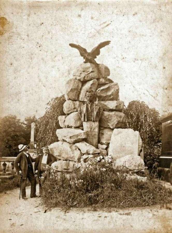 На могилі Щепановського. Фото поч. XX ст.