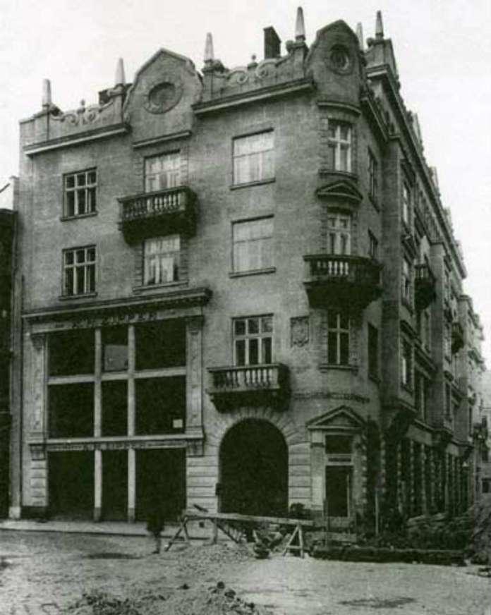 Будівля першого львівського універмагу після додаткових робіт. Фото 1912 року