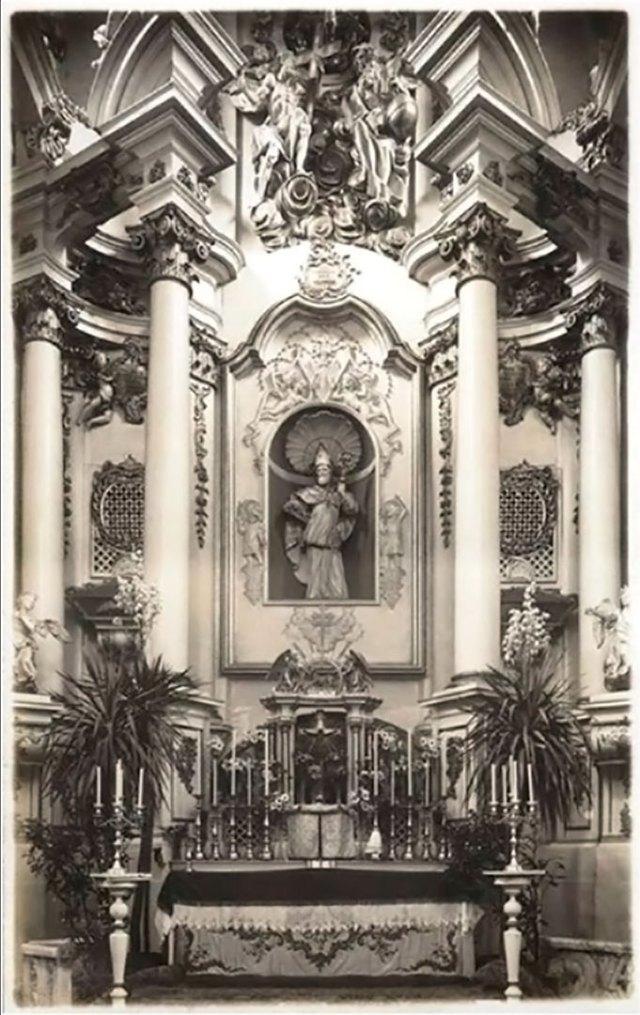 Скульптура святого Миколая, що була виявлена в ніші під час проведення реставраційних робіт
