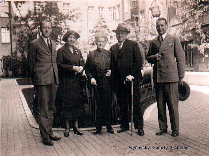 Модест Менцинський з родиною в Швеції