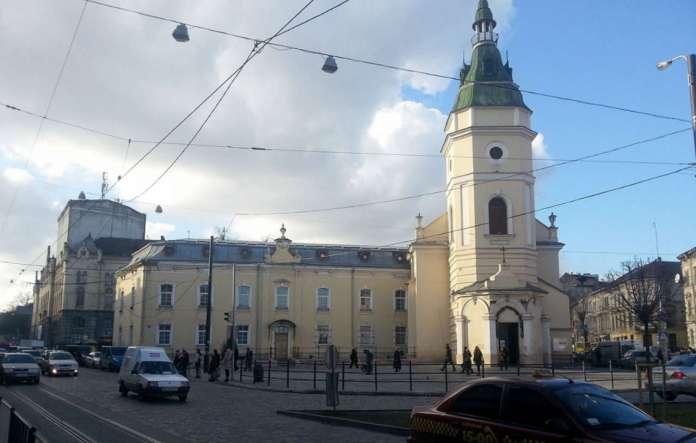 Церква Св. Анни на розі вул. Городоцької-Шевченка. Фото 2014 року