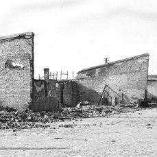 Зовнішні мури концтабору.