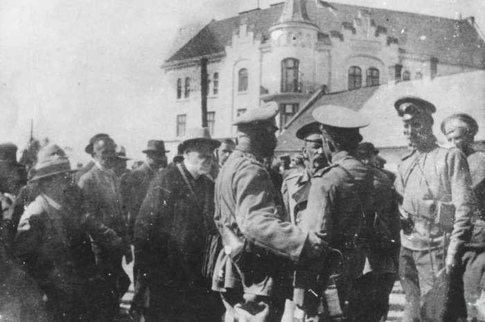 Президент Львова Рутовський на перемовинах з російським генералом Роде на Личаківській рогатці. Фото 1914 року